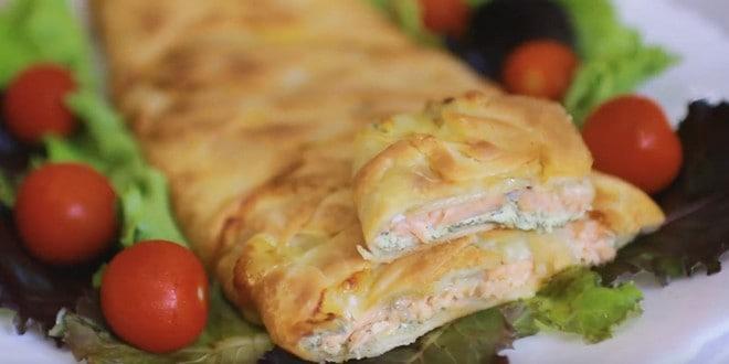 Пирог с картошкой и красной рыбой