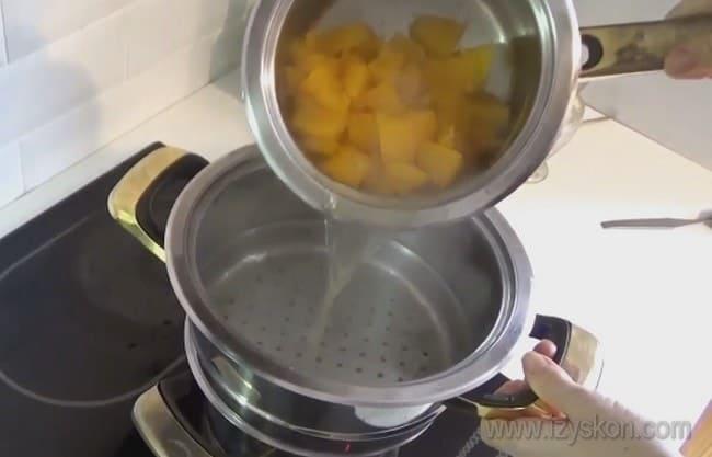 Узнайте, как правильно сварить пшенную кашу с тыквой на воде.