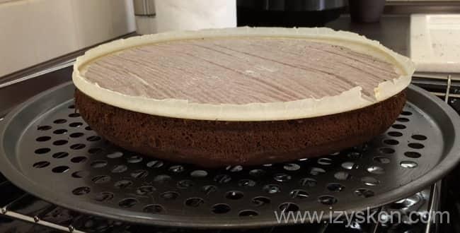 Для приготовления пышного бисквита для торта - выпекайте коржи при температуре 220