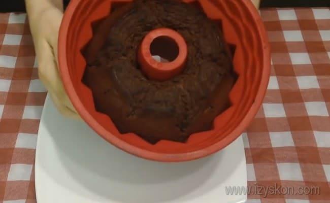 Вот какой вкусный шоколадный кекс на сметане у нас испекся.