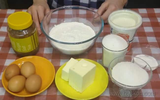 Вот такие ингредиенты будем использовать для приготовления шоколадного кекса на сметане.