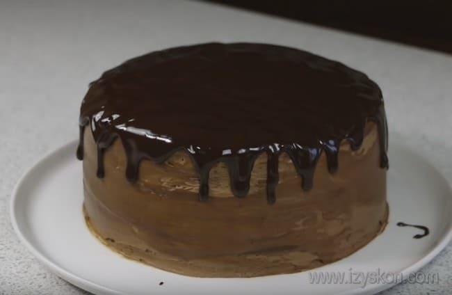 Вот каким красивым получился шоколадный торт на сковороде.