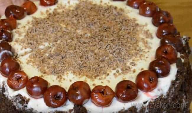 Надеемся, наш рецепт с фото помог вам приготовить изумительно вкусный шоколадно-вишневый торт.