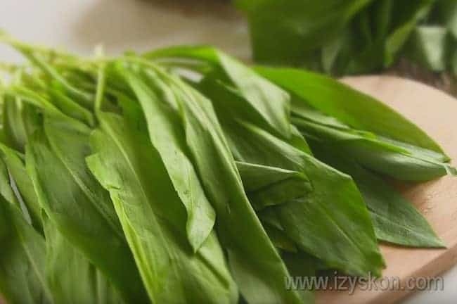 Надеемся, этот рецепт с фото поможет вам приготовить очень вкусный салат с черемшой.
