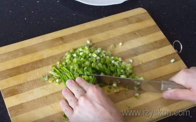 Наши рецепты с фото помогут вам приготовить простой и вкусный салат с черемшой.