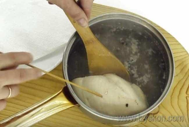 для этого салата из пекинской капусты мы будем использовать куриное филе.