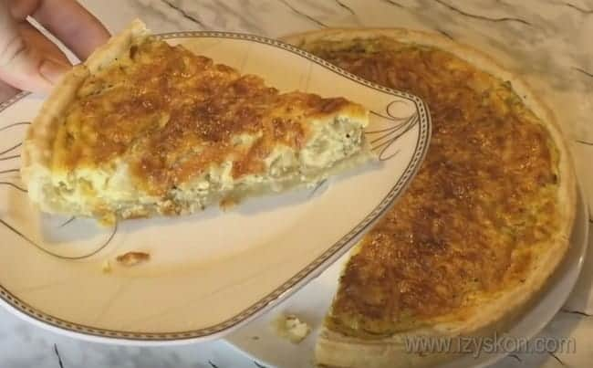 Самый вкусный заливной луковый пирог уже можно подавать к столу!