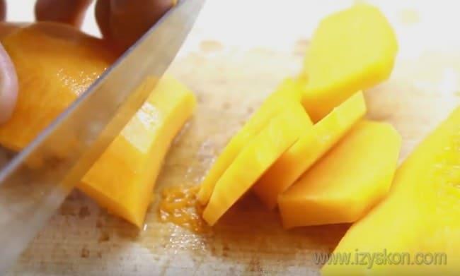 Посмотрите в нашей статье также видео о том, как просто приготовить цукаты из тыквы.