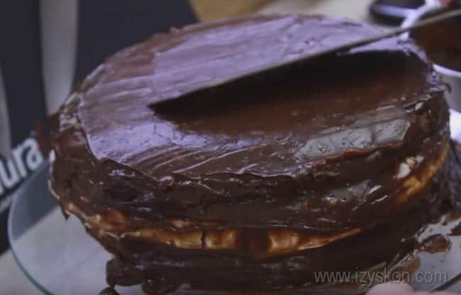 """Вот мы и рассказали, как испечь вкуснейший торт """"Сникерс""""."""