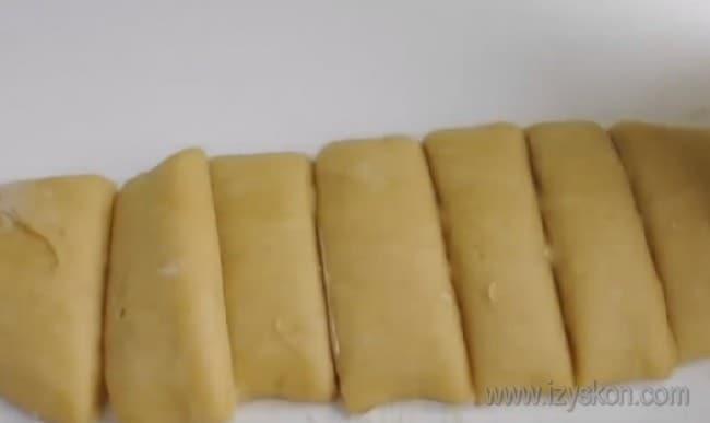 """займемся формированием коржей для торта """"Медовик"""" с вареной сгущенкой."""