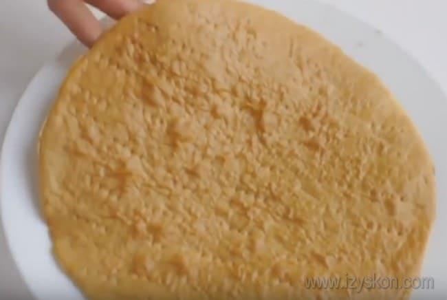 """Для торта """"Медовик"""" с кремом из вареной сгущенки у нас должно получится 8 коржей."""