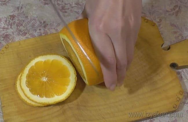 Очень вкусным и нежным получается также творожно-желейный торт с фруктами.