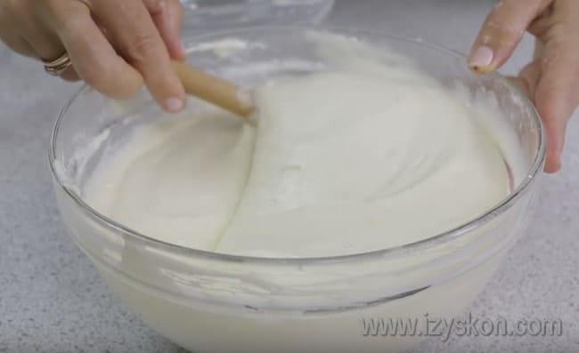 Вот такой получилась начинка для вкусного пирога с творогом в духовке.