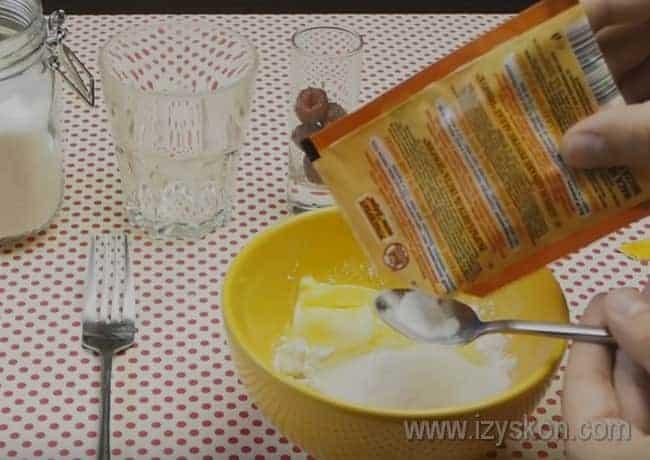 Готовя маффины в микроволновке в кружке, не забудьте добавить в быстрое тесто разрыхлитель.