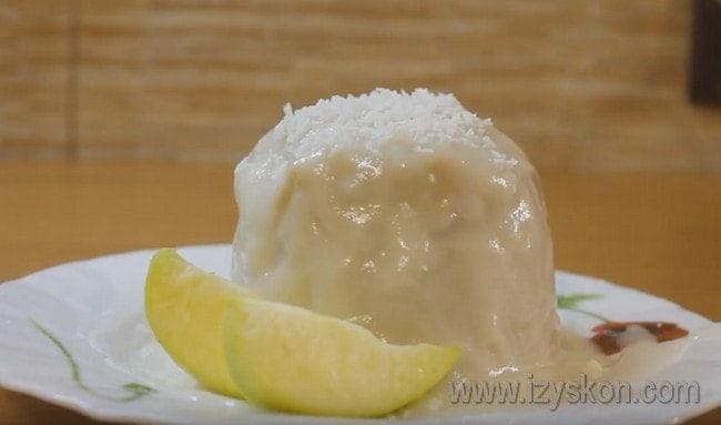 Яблочный кекс Безысходность можно украить простой глазурью.
