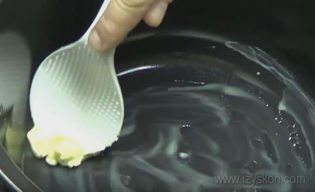 Можно приготовить заливной пирог с капустой в мультиварке.