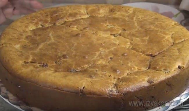 Вот каким аппетитным получился у нас заливной пирог с рыбными консервами и картошкой.