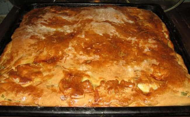 В разогретой до 180° духовке выпекаем пирог 50 минут.