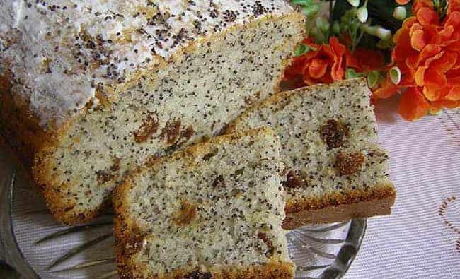Можно добавить в тесто мак, орехи, изюм и кекс получится невероятно вкусным