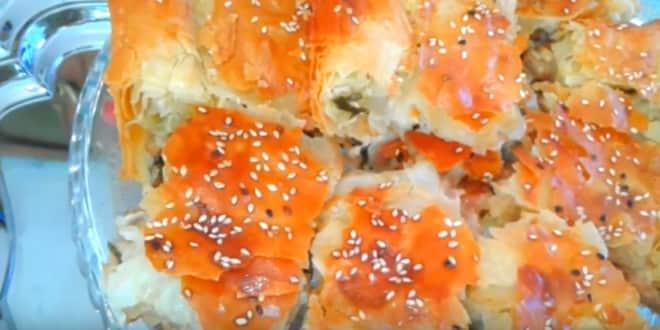 Пошаговый рецепт пирога из слоеного теста с курицей