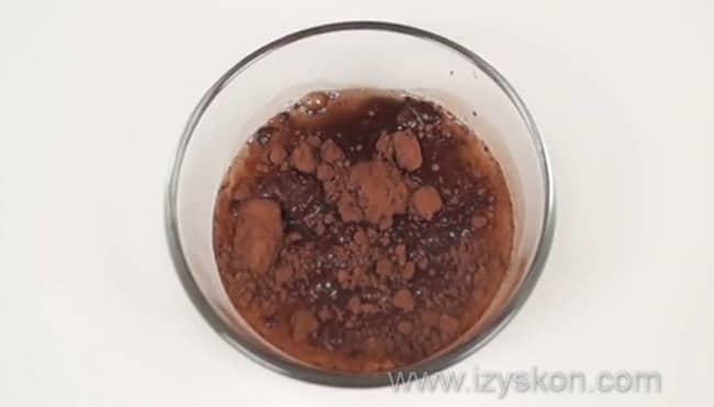 Смешиваем какао с водой