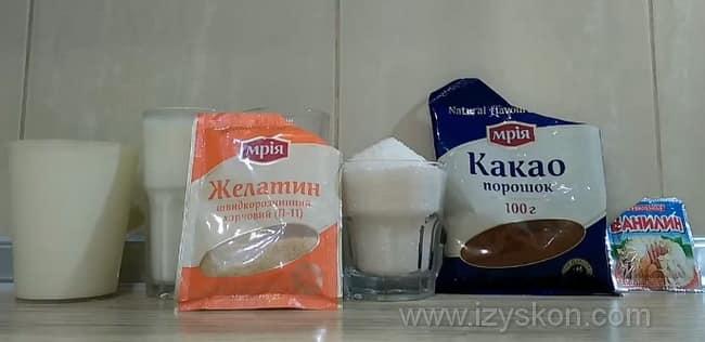 Чтобы приготовить вкуснейший сметано-шоколадный крем, который подойдет для любого торта, нужно взять такие ингредиенты