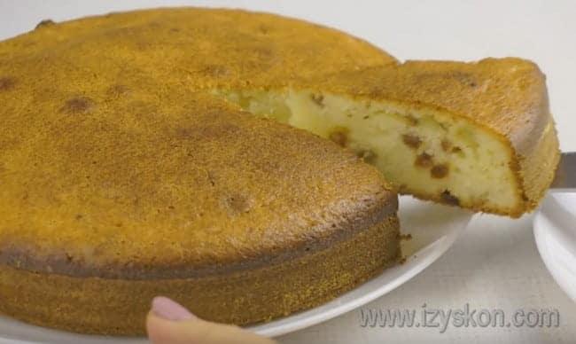 теперь вы знаете, как приготовить вкусный творожный пирог на скорую руку.