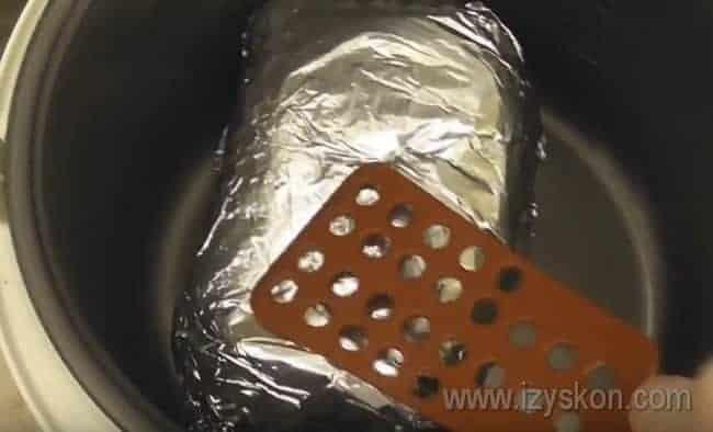 Буженина из говядины в мультиварке готовится по 40 минут с каждой стороны.