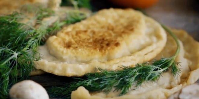 Пошаговый рецепт приготовления чебуреков с сыром