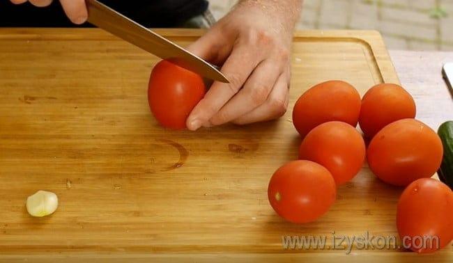 Основной ингредиент в рецепте томатного супа гаспачо - это помидоры.