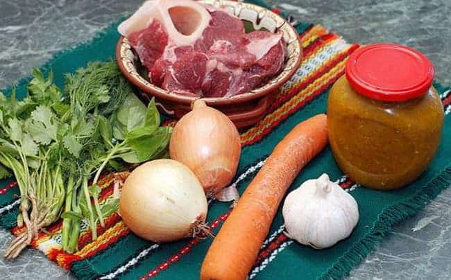 Перед тем как сварить харчо из свинины, подготовьте все ингредиенты.