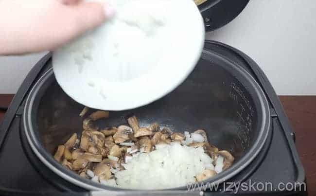 Вкуснейшая перловая каша на молоке в мультиварке