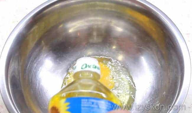 вливаем подсолнечное масло