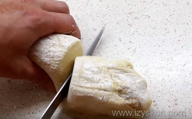 Вкуснейшая пицца с шампиньонами колбасой и сыром своими руками