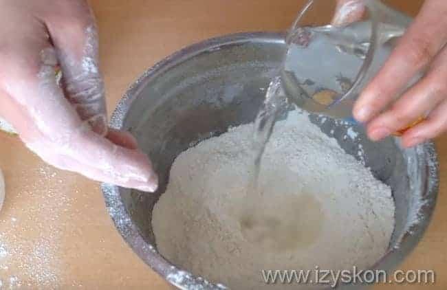 добавляем теплую воду