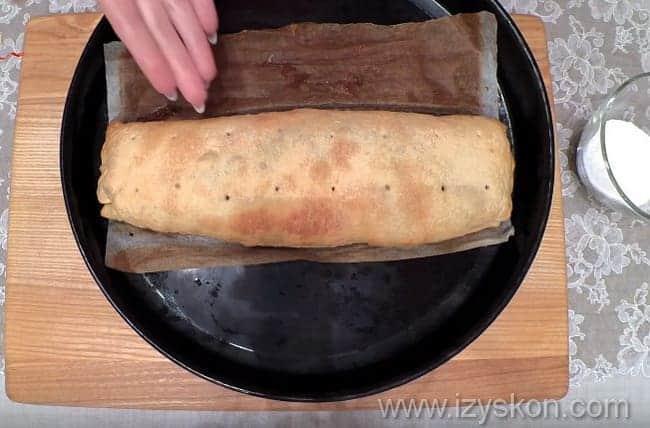 Штрудель с вишней из слоеного теста рецепт