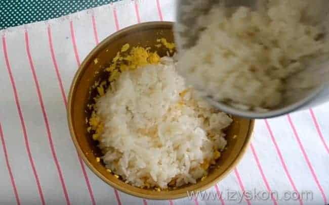 добавляем сваренный рис
