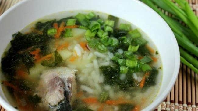 Вкуснейший суп из рыбных консервов сайра готов.