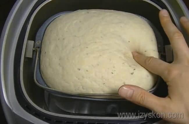 Как видите, тесто получается мягким и пышным.