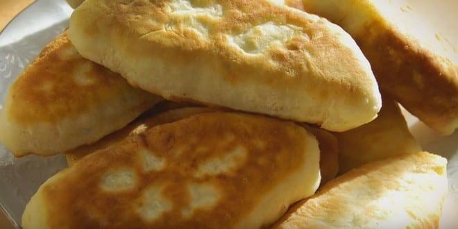 Как приготовить тесто для жареных на сковороде пирожков по пошаговому рецепту с фото