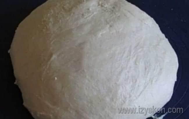 Тесто готово, можно приступать к формированию пирожков.