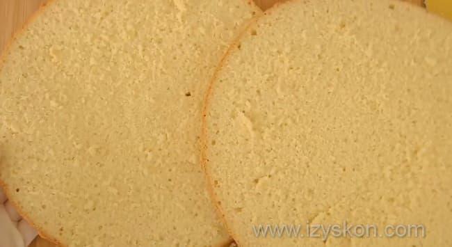 Разрезаем коржи