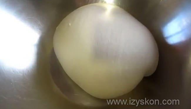 Замешиваем тесто на пирожки