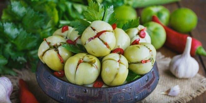 Солёные зелёные помидоры по-грузински - 7 пошаговых фото в рецепте