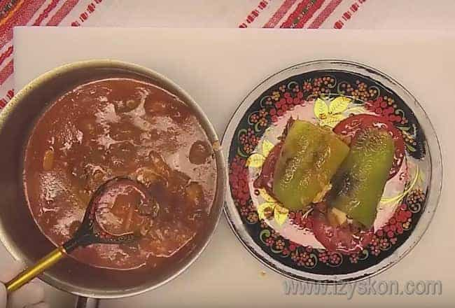 Попробуйте и вы приготовить вкусные перцы, фаршированные баклажанами, по нашему рецепту.