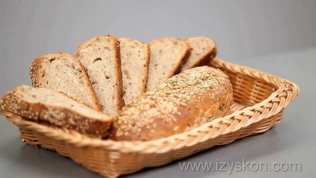 Полезный хлеб из цельнозерновой муки готов.