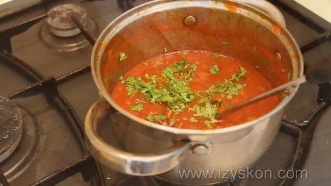 Соус сацебели из помидор по классическому рецепту готов.