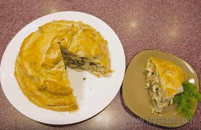 Курник, приготовленный по классическому рецепту, получается очень сытным и невероятно вкусным.