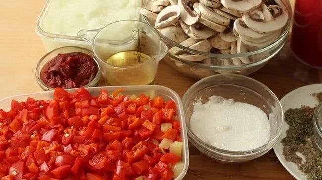 Попробуйте приготовить лечо с баклажанами помидорами и перцем