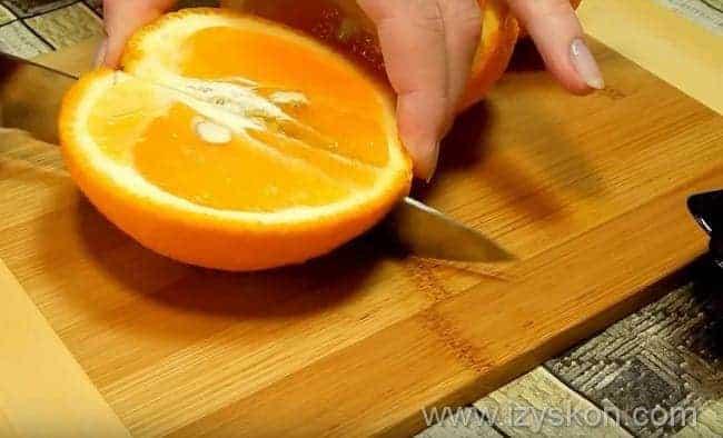 разрезаем цитрусы на четыре части